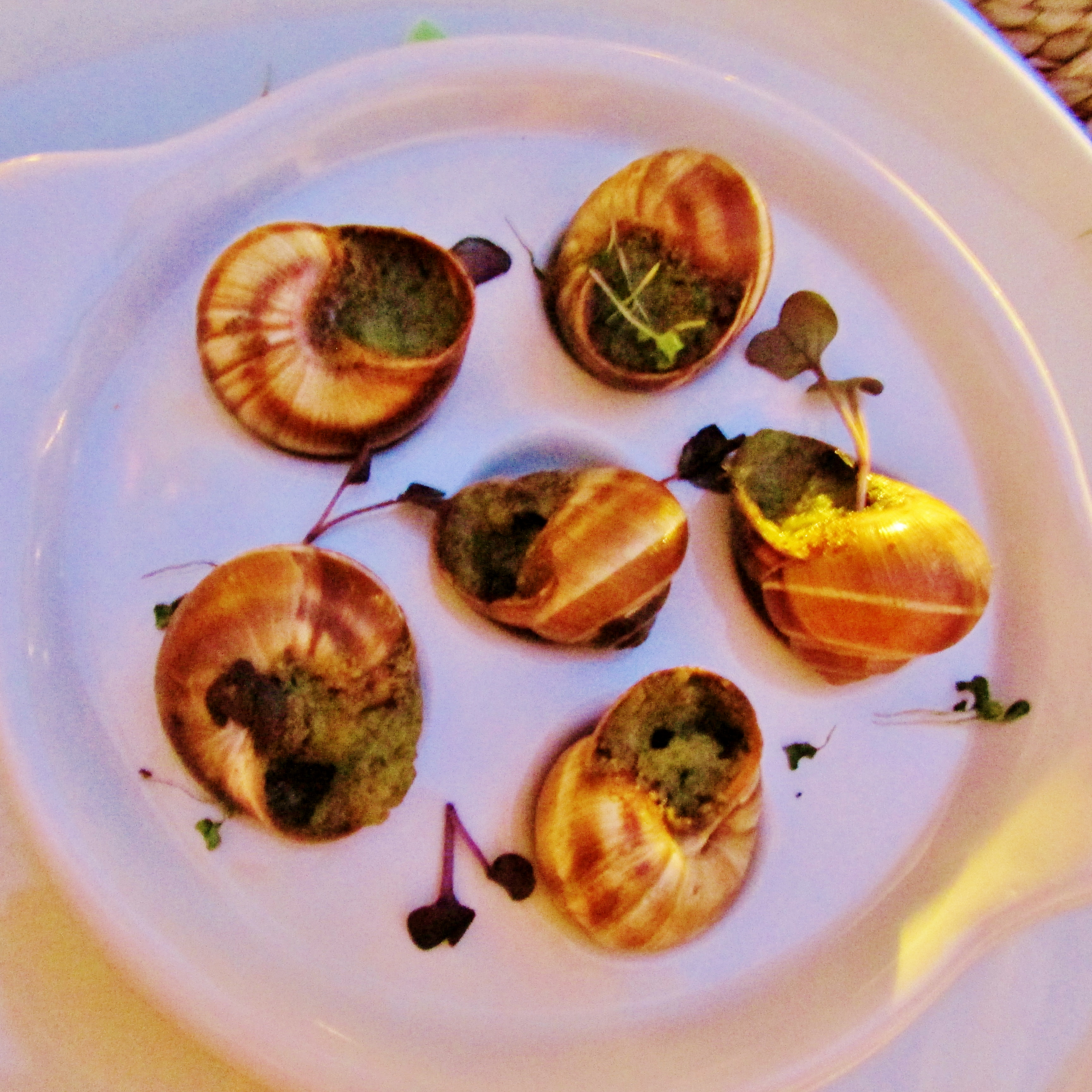 how to eat snails in a restaurant